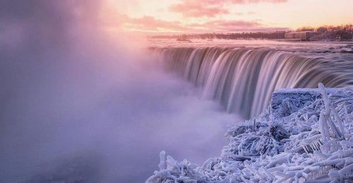 Lenyűgöző látvány a befagyott Niagara-vízesés
