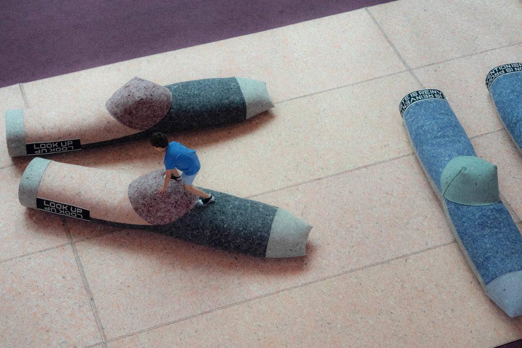 patricia-urquiola-zokni-ujrahasznositas-installacio