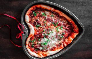 Süss szív alakú pizzát Valentin-napra!