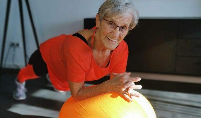 Ha egyetlen fitneszinspirációt keresünk, a 81 éves nagyi legyen az
