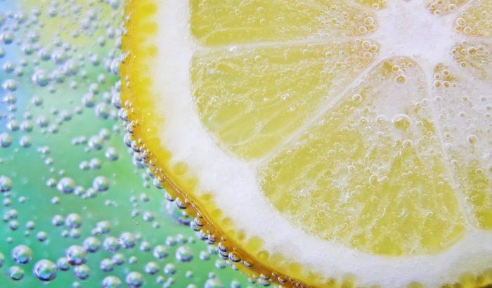 Zsíroldás, vízkőoldás, fehérítés: 10 dolog, amire jó a citrom