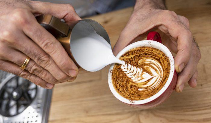 Az megvan, hogy egy mezei french pressel is szuper tejhabot lehet készíteni?