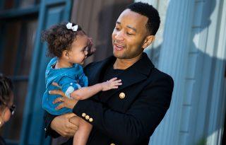 John Legend még húsvéti nyúlnak is beöltözött lánya kedvéért
