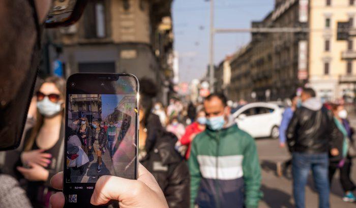 A telefonodat nézed az utcán? Te is a káosz ügynöke vagy!