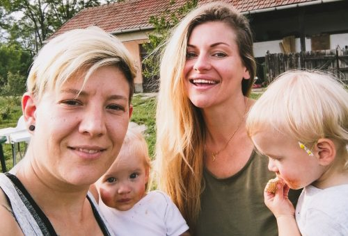 Rebeka, Judit és az ikerlányaik egy család – kövessétek végig egy napjukat!