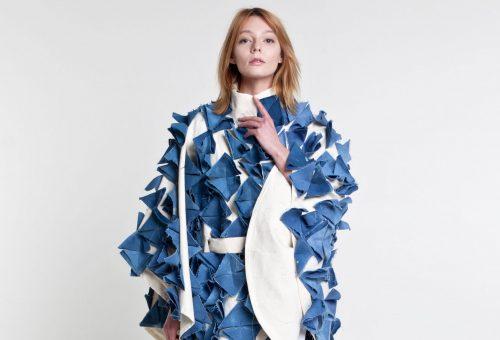 A kék nyugalma: a Lazlo Fashion a víz fodrozódását tette ruhára