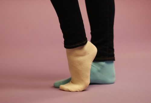 Hatvan ismert ember húz felemás zoknit a Down-szindróma világnapján