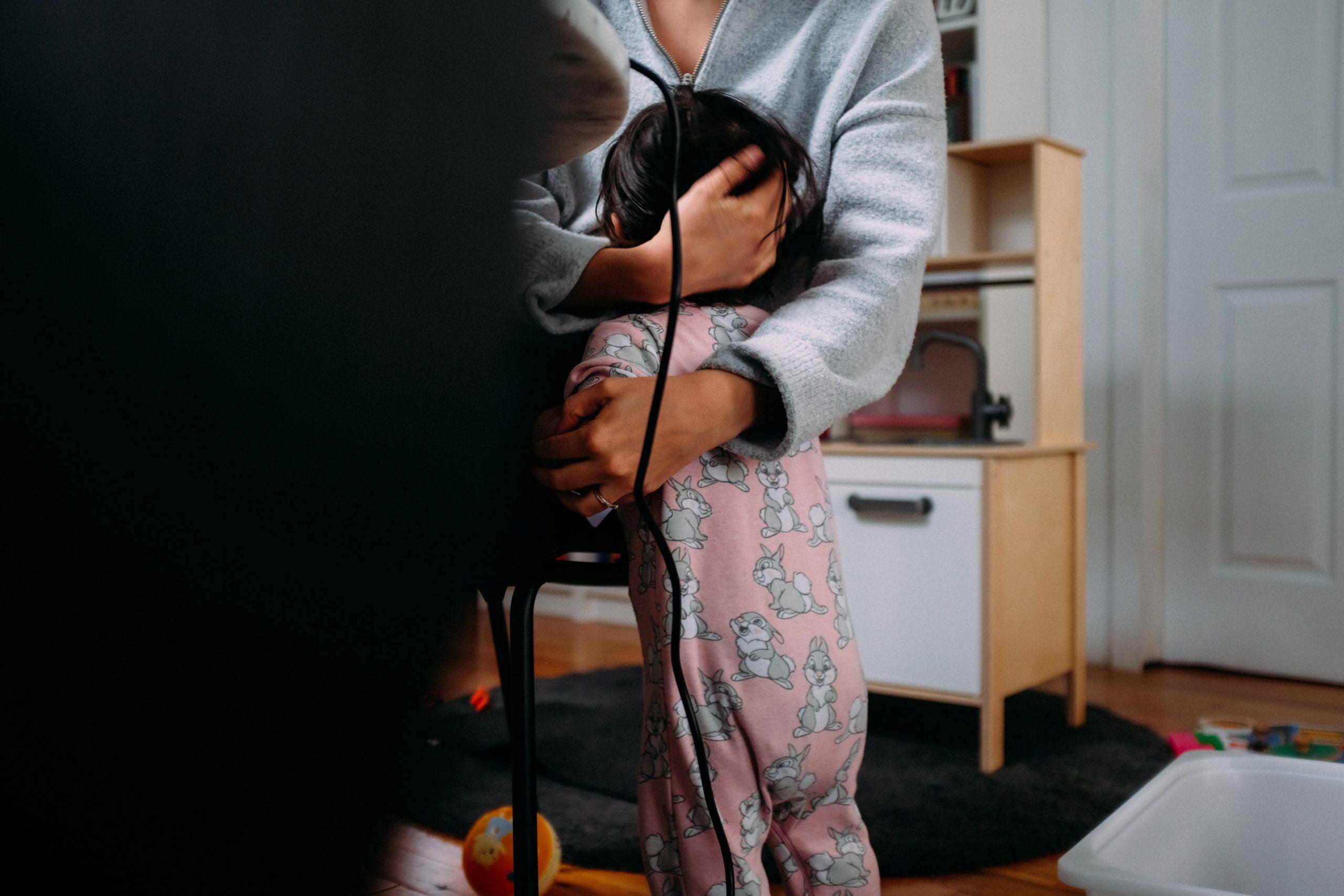 Egy anya nem azért van otthon a gyerekkel, mert nem szeret dolgozni!