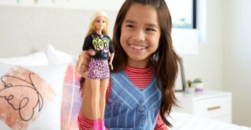 Újrafelhasználható dobozban jönnek a legújabb Barbie Fashionista babák