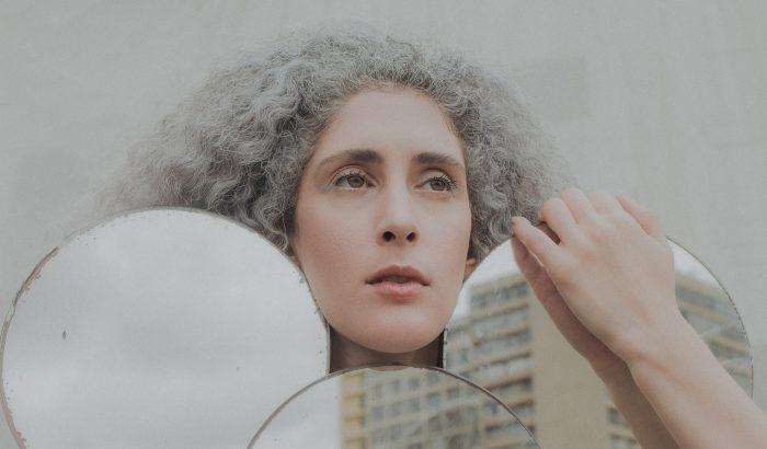 Ősz haj: kockázat vagy önazonosság?