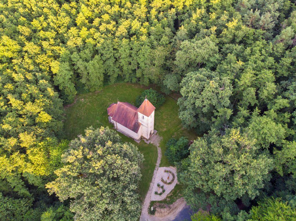 A veleméri Szentháromság-templom
