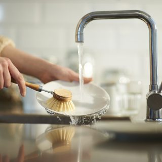 Luffaszivacs, szilárd mosogatószer, perlátor: így mosogass a lehető legfenntarthatóbb módon!