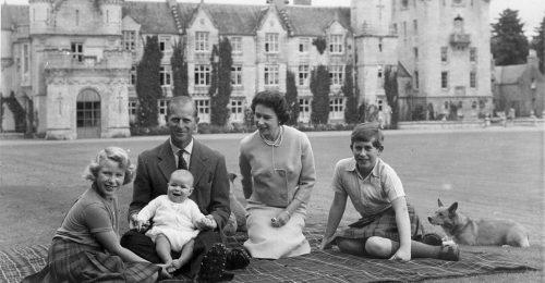 Képeken a 95 éves Erzsébet királynő életének fontos pillanatai