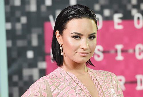 Demi Lovato hadjáratot indított egy fagyibolt ellen, amiért cukormentes édességeket is árulnak