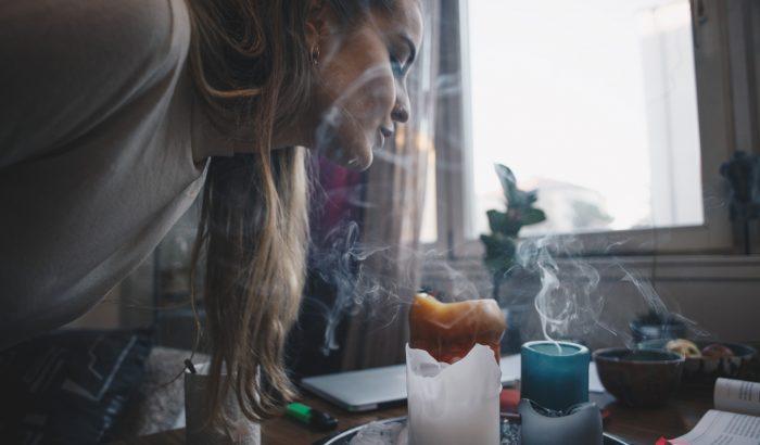 Ezt lélegezzük be, amikor illatgyertyát gyújtunk