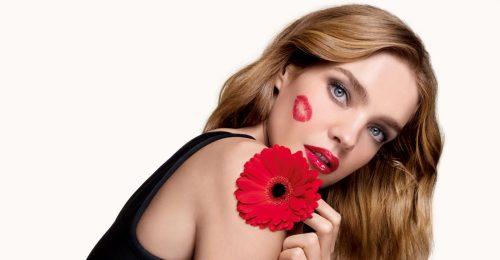 Csókonként 10 ezer virággal mentené a méheket a szépségmárka