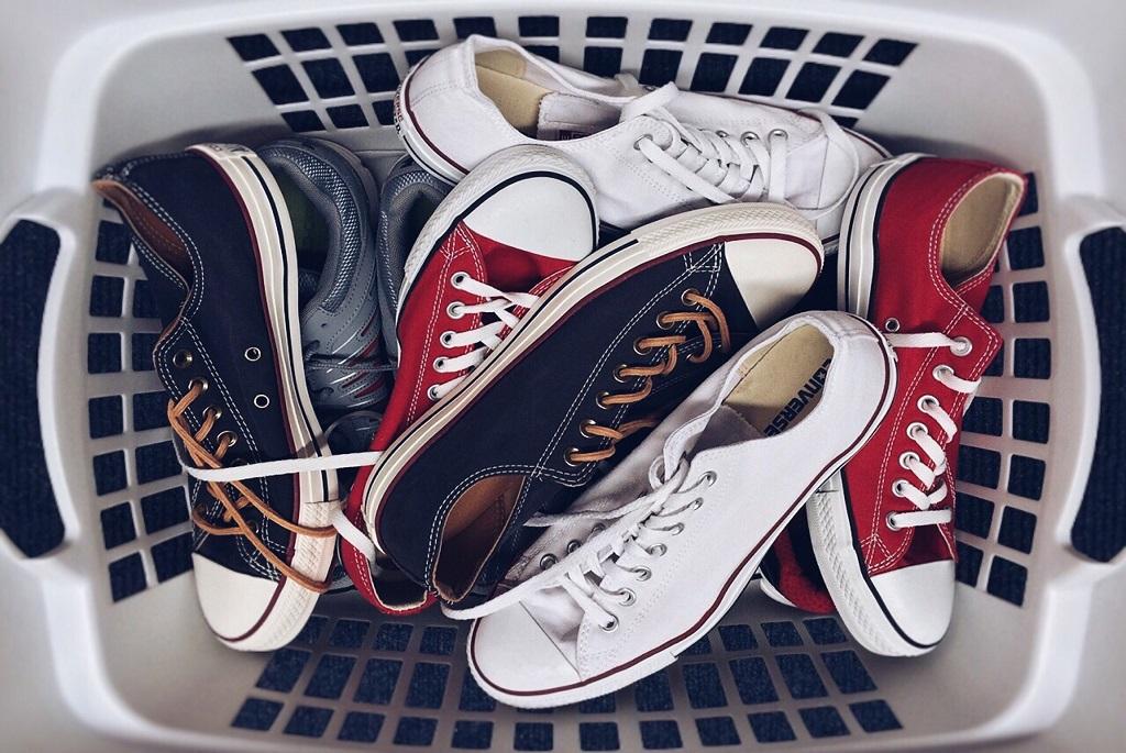 Így lesz fehér a megsárgult tornacipő