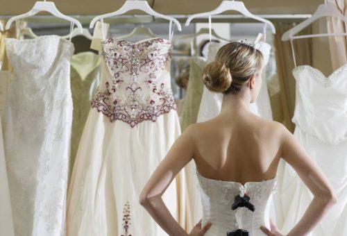 Buktatók helyett! 12 nélkülözhetetlen tanács, ha online veszed meg az esküvői ruhádat!