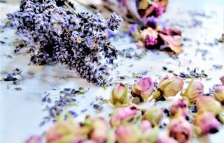 3 egyszerű, de nagyszerű módszer virágszárításhoz