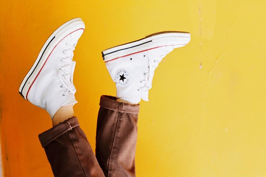 fehér lesz a megsárgult tornacipő