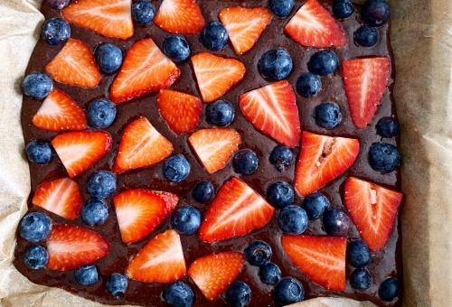 Nem csak pite: cukormentes brownie eperrel és áfonyával