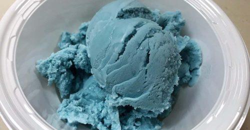 Végre előállították a természetesen kék fagyit!