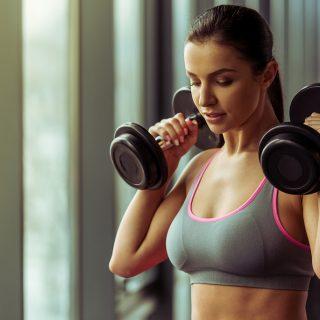 Szuper gyakorlatok személyi edzőktől, ha szálkás karra vágysz