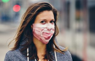 Mosolyogj rám! – Levettük a maszkot, kezdődik ismét a beszólások kora?
