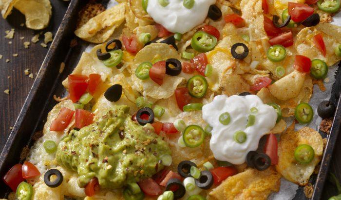 Gazdag tepsis nachos kétféle salsával