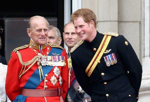Ezen a fotón Harry herceg a fiatal Fülöp herceg kiköpött mása