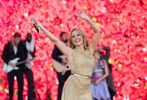 Harcolt a rákkal, túl van több szakításon, de ragyog és boldog az 53 éves Kylie Minogue