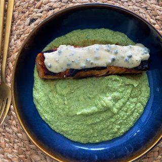 Nem csak pite: mézes-chilis lazac brokkolipürével és zöldborsmártással
