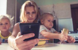 Hogyan válasszuk le a gyereket (és magunkat) a képernyőről?
