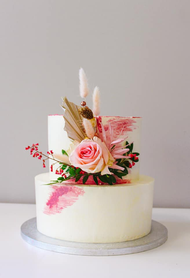 7. kép: Divatosak az élő virággal díszített torták