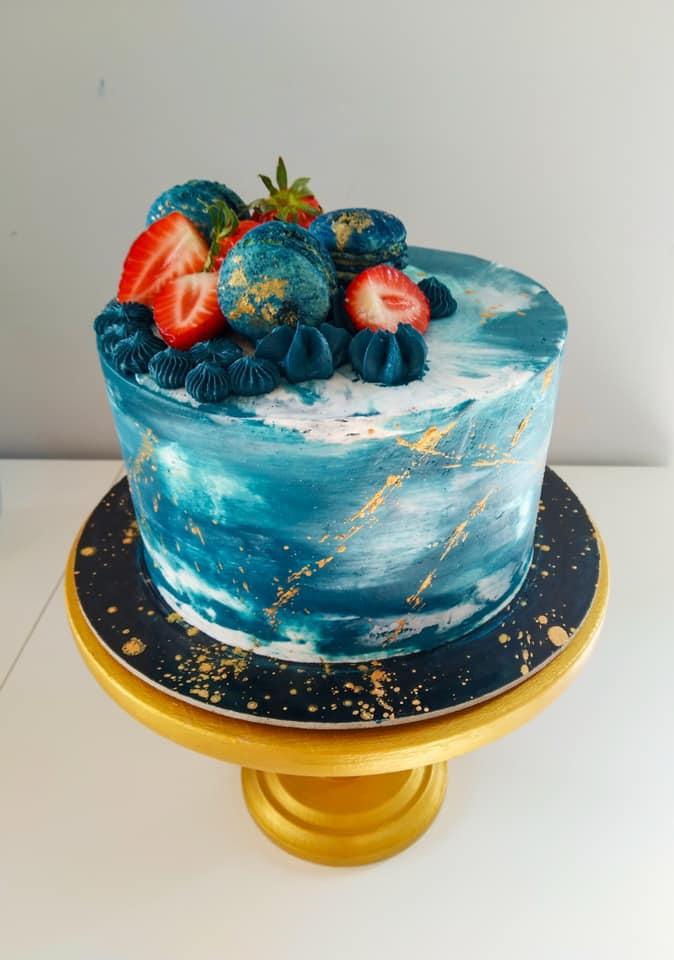 4. kép: A kék egyre menőbb szín az esküvői tortákon is