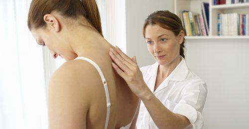 A rossz testtartás felgyorsítja az arcbőr öregedését