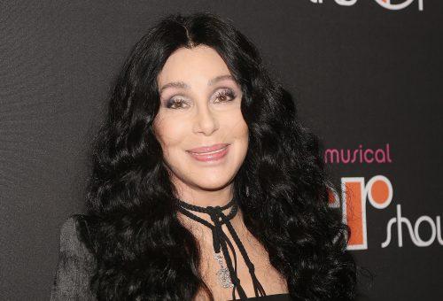 Cher egyszerre két ikonikus parókával debütált a TikTokon