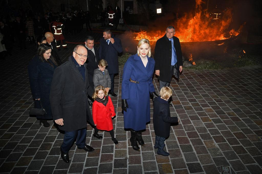Charléne monacói hercegné Louis Vuitton kabátban