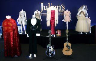 Menőbb John Lennon gitárja, mint egy Picasso-festmény? – Az aukciók szerint igen