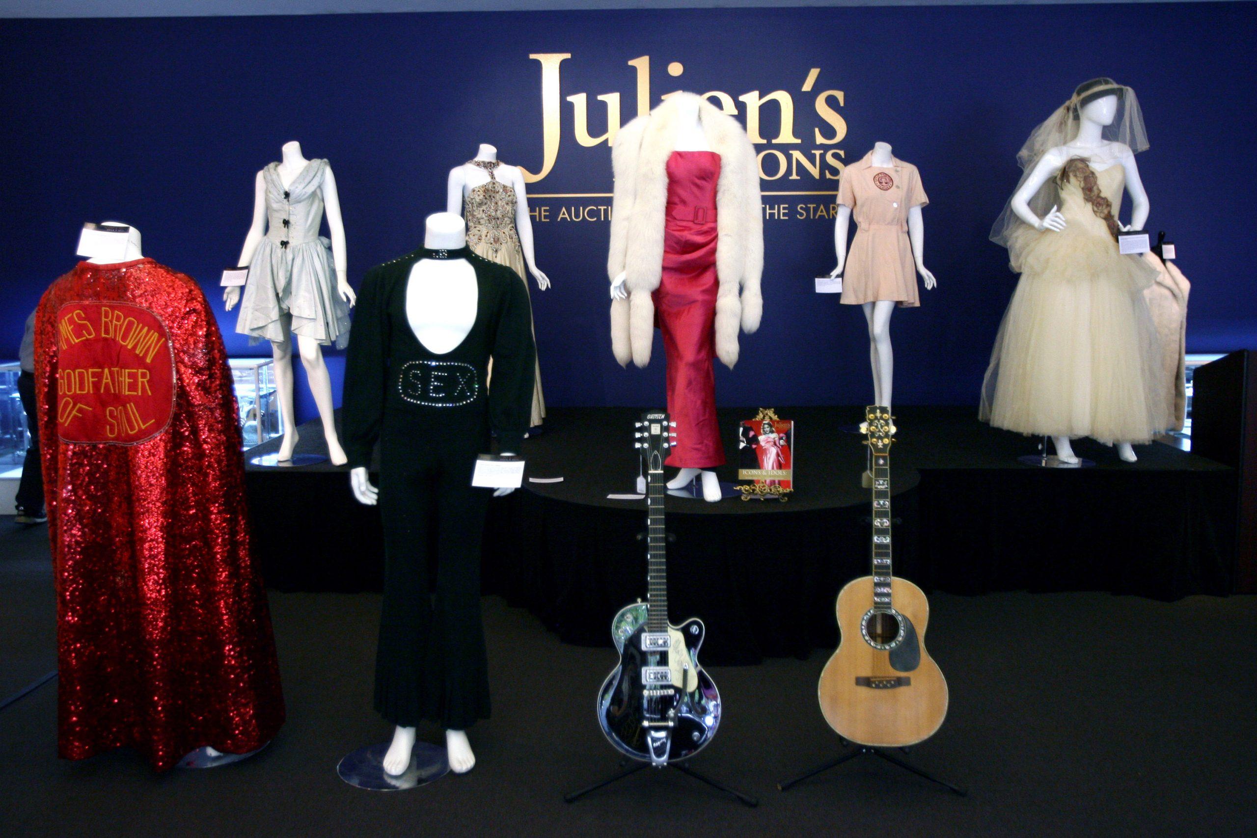 Menőbb John Lennon gitárja, mint egy Picasso festmény? – Az aukciók szerint igen