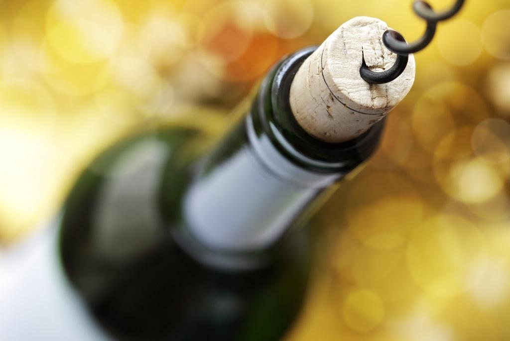 Így nyisd ki a bort dugóhúzó nélkül