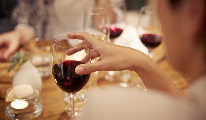 A legjobb, ha nők soha többé a boros pohárra sem néznek? Így gondolta a WHO?