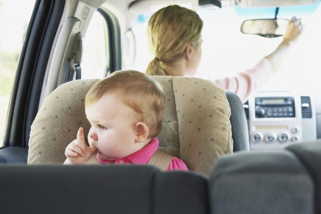 kocsi-gyerek-hoguta
