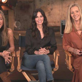 Jennifer Aniston kikotyogott az új Jóbarátok-részről egy divat-kulisszatitkot