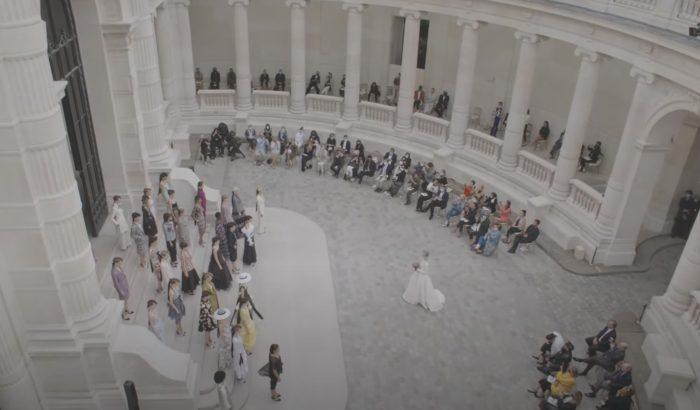Videón a Chanel és a Giambattista Valli haute couture kollekciója