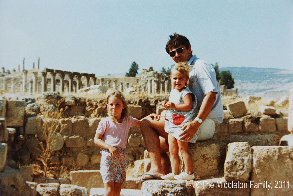 A királyi család alig ismert nagypapája: Michael Middleton