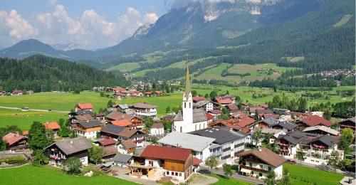 A csodaszép osztrák falucska, ahol a Hegyi doktor sorozatot forgatják