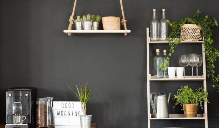 Hódít a dark paint, azaz a fekete konyhafal – Neked bejön?