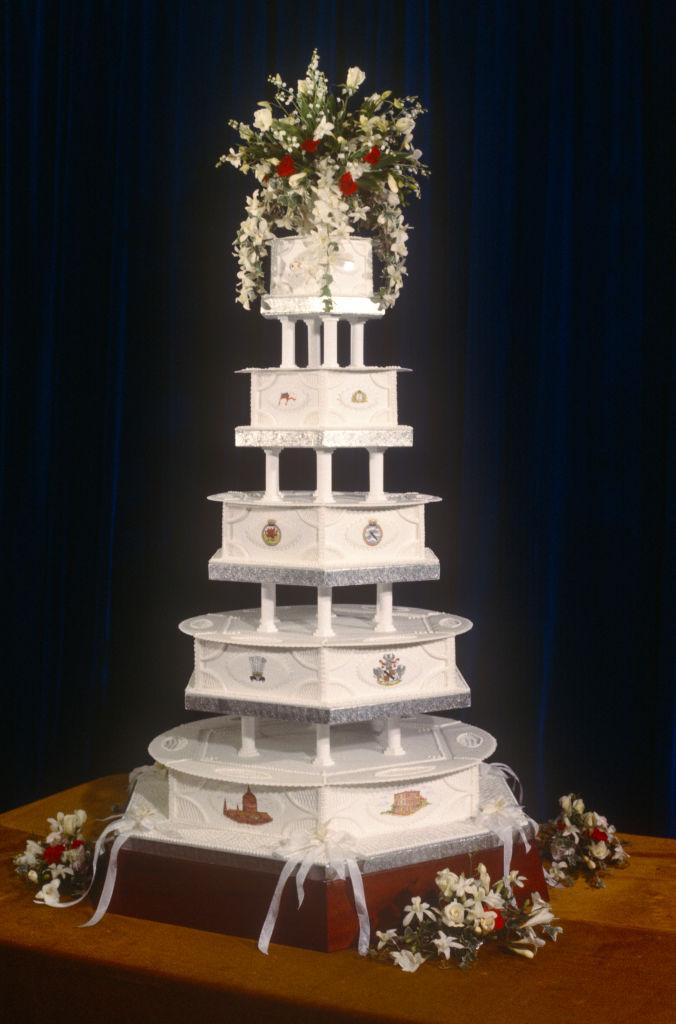 diana-karoly-eskuvo-torta-arveres