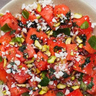 Az augusztus íze: kecskesajtos-görögdinnyés saláta